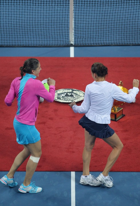 Radwanska and Petkovic Dance From Behind
